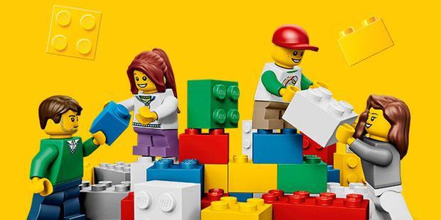 Hội mê xếp hình đâu rồi? LEGO đang tuyển người xếp hình lương gần 1 tỷ 1 năm đây!