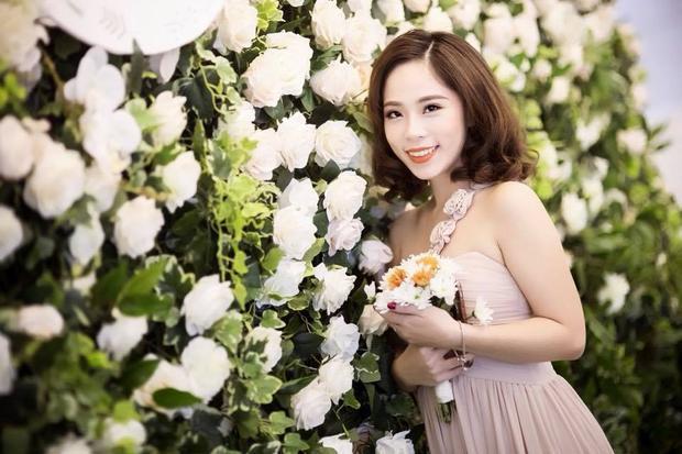 Bùi Phương Thảo sinh năm 1992, từng là học sinh trường chuyên THPT Hà Nội - Amsterdam. Hiện cô là BTV Truyền hình Quốc hội.