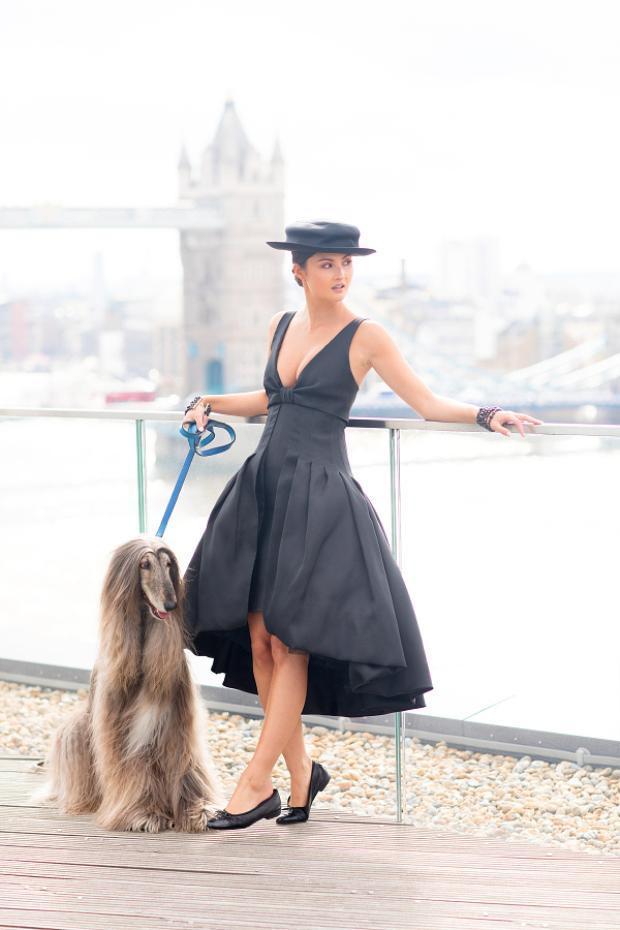 """""""Có một lần, chúng tôi cùng người mẫuLouise Pedersen chụp hình cho Gucci. Tuy nhiên, người mẫu danh tiếng người Đan mạch này phải thốt lên rằng: 'Thật không thể tin nổi. Có rất nhiều người tới tham gia buổi chụp hình, nhưng tuyệt nhiên mọi người không quan tâm tôi là ai hay hỏi liệu đây có phải là bộ sưu tập mới của Gucci hay không mà họ tới chỉ để ngắm Iraida"""", bàThomas kể."""