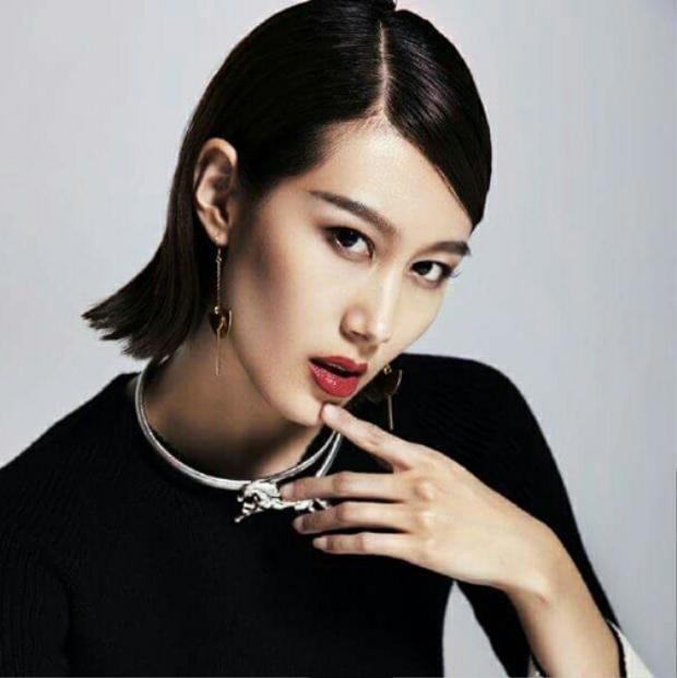 Từ khi đăng quang danh hiệu cao nhất cuộc thi trong nước, Khưu Tường đã không được khán giả đánh giá cao về ngoại hình của mình. Song, nhờ mái tóc ngắn tém ngược đã giúp cô tạo được sự chú ý ở Miss Universe 2017.