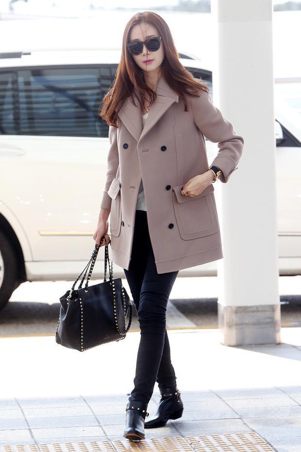 Choi Ji Woo là nữ diễn viên, nữ doanh nhânHàn Quốc sinh năm 1975, và có chiều cao là 1.74m.