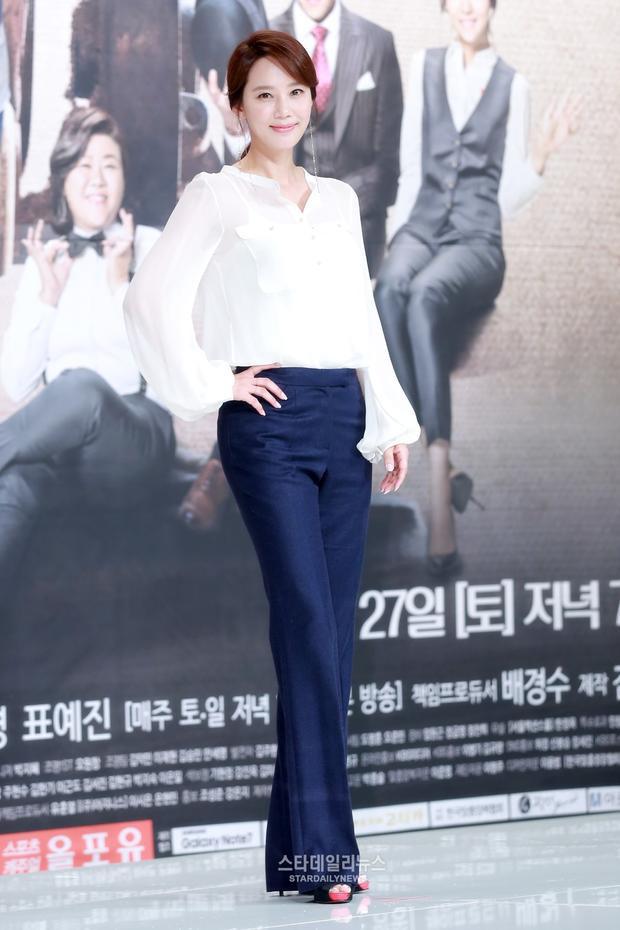 Oh Hyun Kyung sinh năm 1970, và trở thành Hoa hậu Hàn Quốc với chiều cao 1.7m.