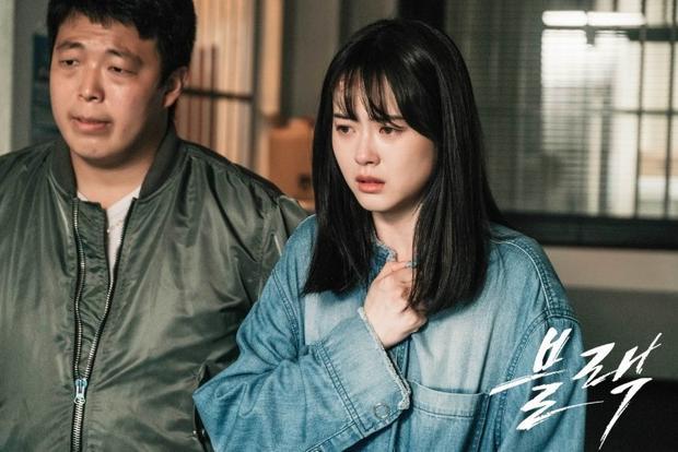 Hiện tại, nữ diễn viên 28 tuổi rời SM và đầu quân cho công ty Artist thuộc quyền sở hữu của 3 tài tử Jung Woo Sung, Lee Jung Jae, Ha Jung Woo