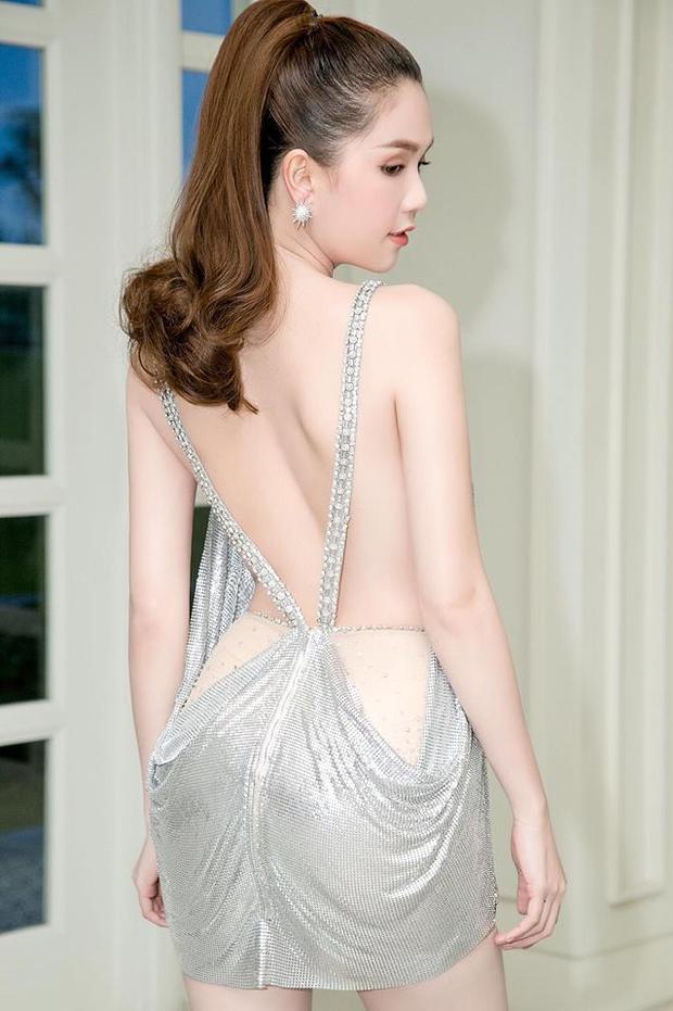 """Một thiết kế """"khoe"""" triệt để lưng trần cực quyến rũ của nữ diễn viên Vòng eo 56."""