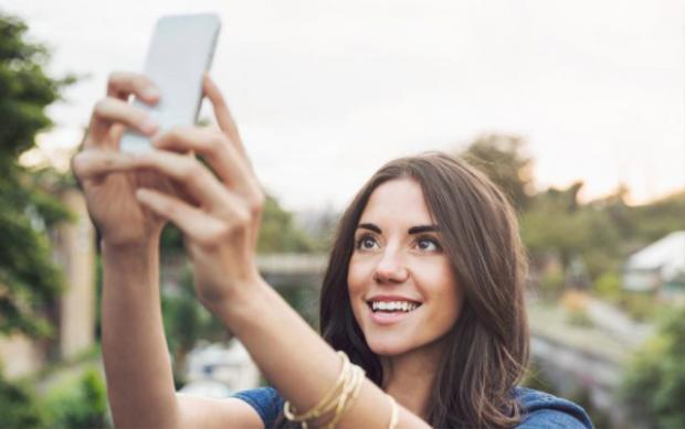 Phụ nữ thích cầm camera hướng xuống cơ thể khi chụp ảnh selfie…