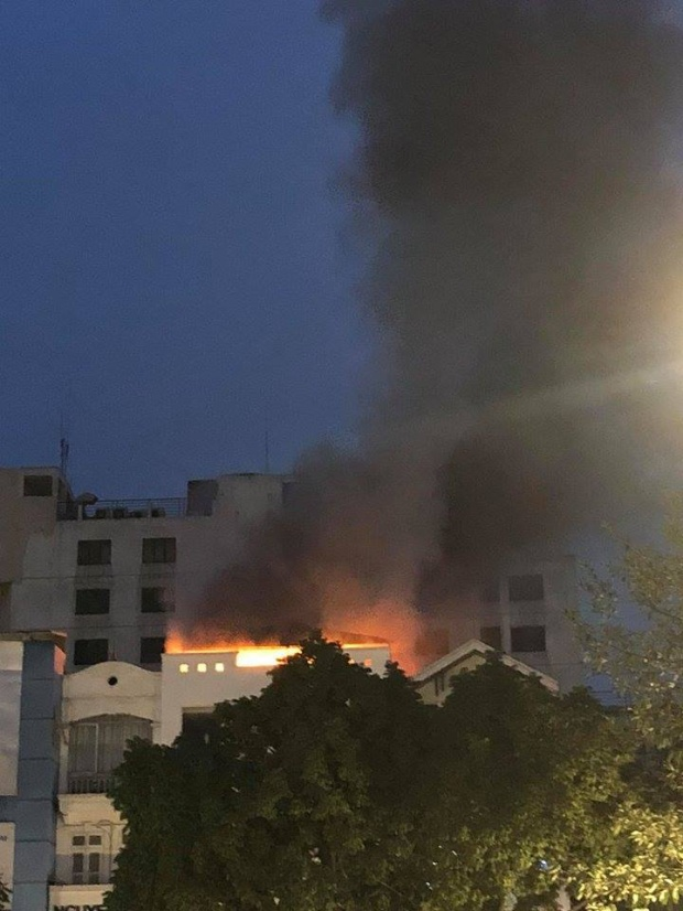 Đám cháy xuất phát từ tầng tum sau đó cháy lan ra.