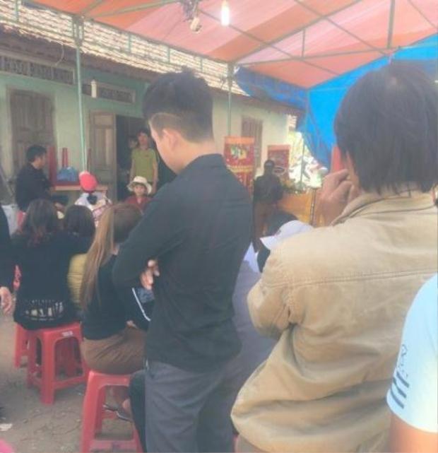 Gia đình nạn nhân tổ chức tang lễ cho cô gái xấu số.
