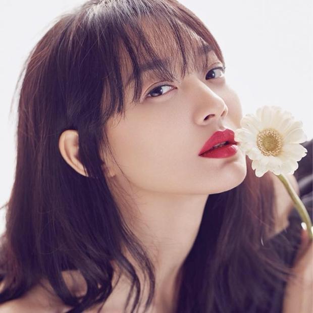 Xin chúc Shin Min Ah một tuổi mới với thật nhiều thành công cũng như sức khỏe. Đặc biệt mong Kim Woo Bin sớm hồi phục và tiếp tục cùng cô đồng hành trên những chặng đường hạnh phúc tiếp theo của cả hai trong cuộc đời.