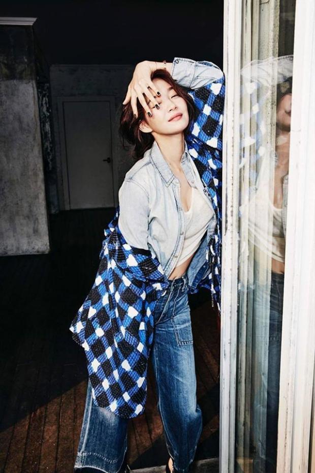 Những khi rảnh rỗi Shin Min Ah thích nghe nhạc và trượt ván.