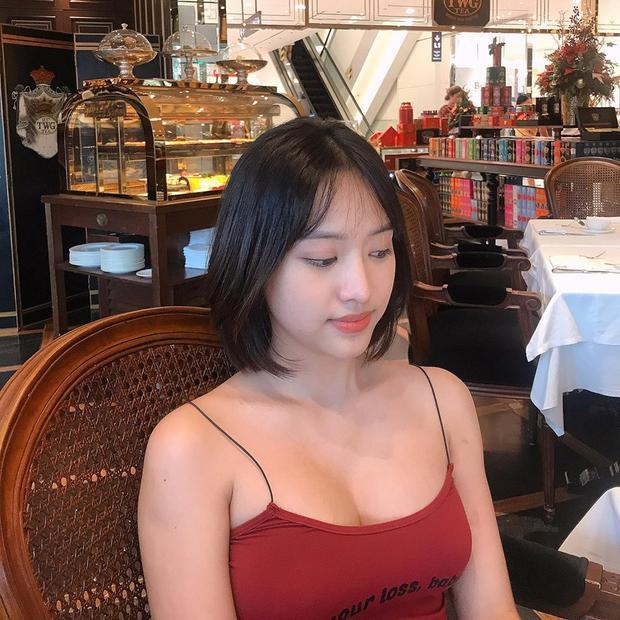 Tuy vậy, bộ ngực quá khủng không phù hợp với gương mặt của một cô gái với tuổi đời còn quá trẻ như cô.