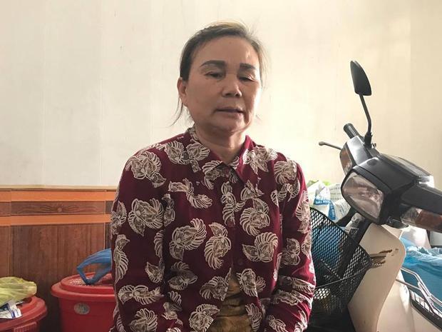 Bà Làn kể lại sự việc cháu bị phạt bắt uống nước giặt giẻ lau bảng.