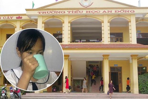 Cô giáo phạt học sinh uống nước vắt giẻ lau bảng. Ảnh: VTC.