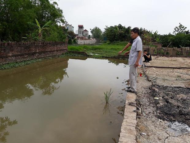 Khu vực hố nước nơi xảy ra sự việc đau lòng.