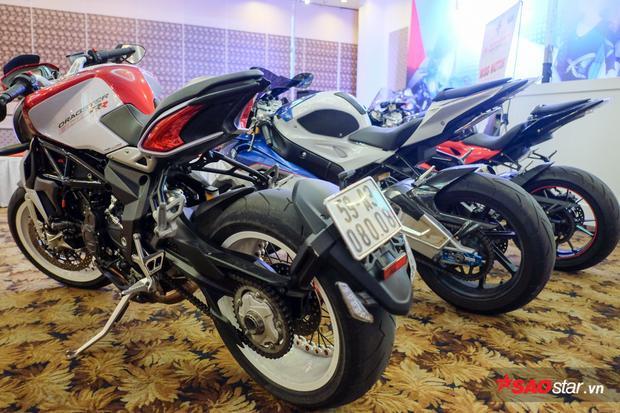 MV Agusta Dragster 800RR vàBMW S1000RR là một trong những siêu xe mô tô hàng đầu tại Việt Nam.