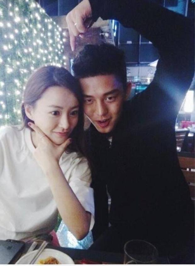 Yoo Ah In và Jung Yoo Mi là bạn thân của nhau đã được hơn 10 năm. Họ luôn giữ liên lạc và thường tổ chức sinh nhật cùng nhau.