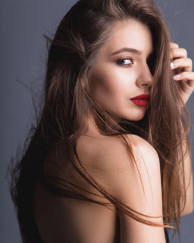 """Hoa hậu Nga có lẽ là cuộc thi dễ làm cho người hâm mộ sắc đẹp """"đau đầu"""" nhất bởi sự đồng đều về sắc vóc của các thí sinh."""