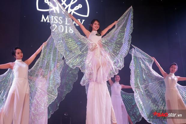Nguyễn Linh Chi xinh đẹp như tiên nữ trong phần thi múa đương đại Unsteady.