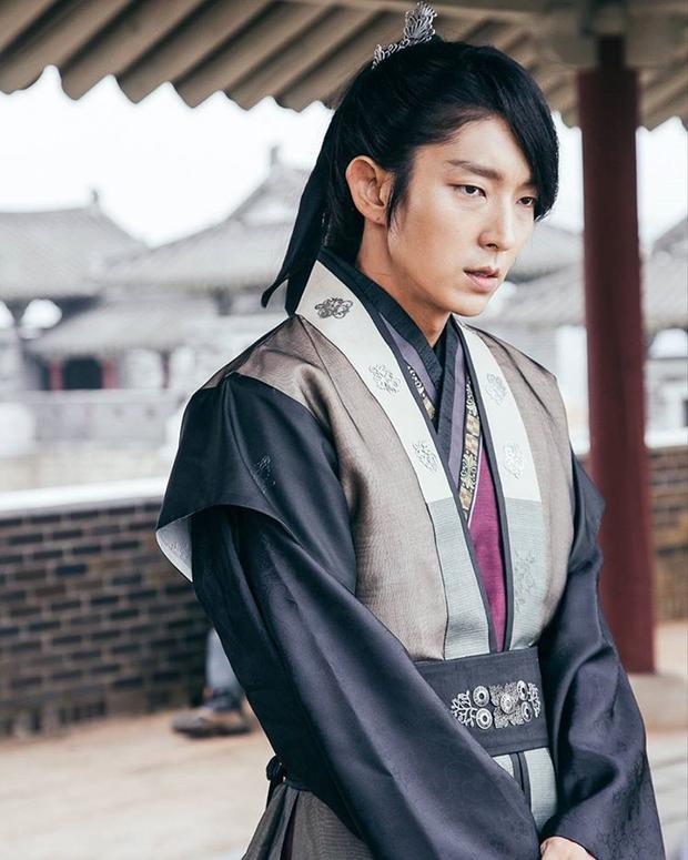 Nam thần cổ trang Lee Jun Ki.