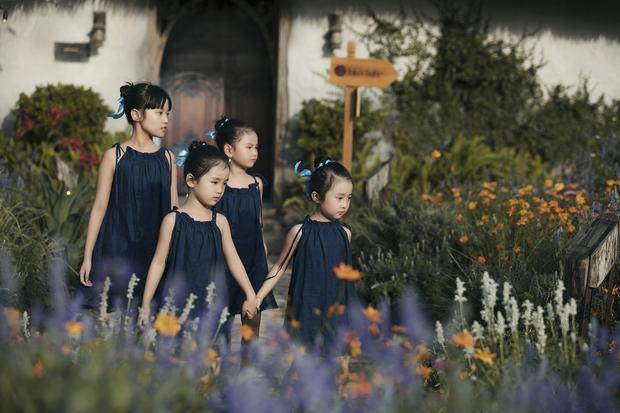 Đêm diễn thứ 2 của Tuần lễ thời trang trẻ em Việt Nam - Vietnam Junior Fashion Week mùa thứ 5 diễn ra vào ngày 8/4 sẽ là sự góp mặt của 4 BST đến từ NTK Sĩ Hoàng, Võ Công Khanh, Tay Clothing và Lovekids.