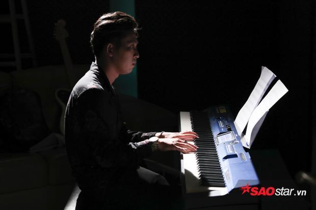 Đối nghịch Team Lê Minh Sơn: Người sáng tác Tắt đèn, người tắt đèn sáng tác!