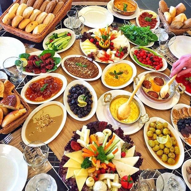 Bữa sáng siêu cầu kỳ của người dân Thổ Nhĩ Kì.