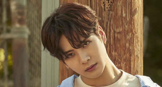 Jackson (GOT7) khiến fan lo lắng vì kiệt sức phải nhập viện