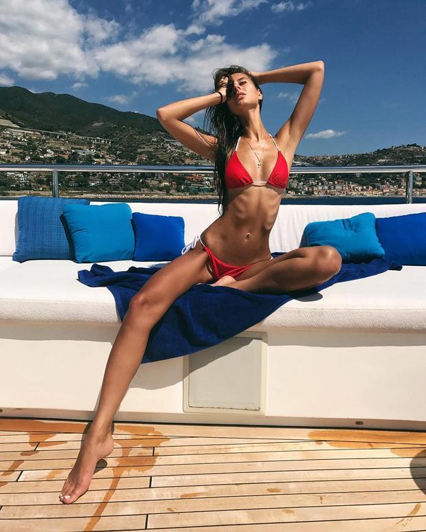 Người đẹp cao 1m78, đặc biệt cô có vòng eo thắt đáng mơ ước. Hiện cô đang là cái tên sáng giá nhất cho ngôi vị Hoa hậu Nga năm nay.