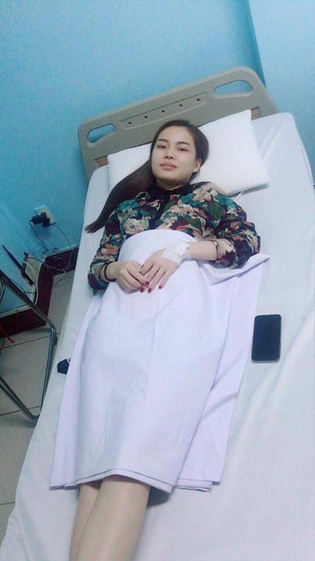 Cổ họng của Giang Hồng Ngọc bị bệnh khá nặng phải phẫu thuật.