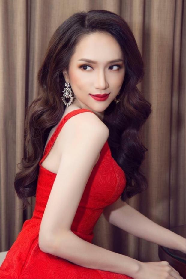 Suối tóc bồng bềnh cũng là điểm cộng giúp Hương Giang có sự xuất hiện hoàn hảo trong sự kiện.