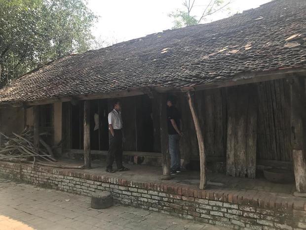 Ngôi nhà xập xệ mà ông Sơn sinh sống.