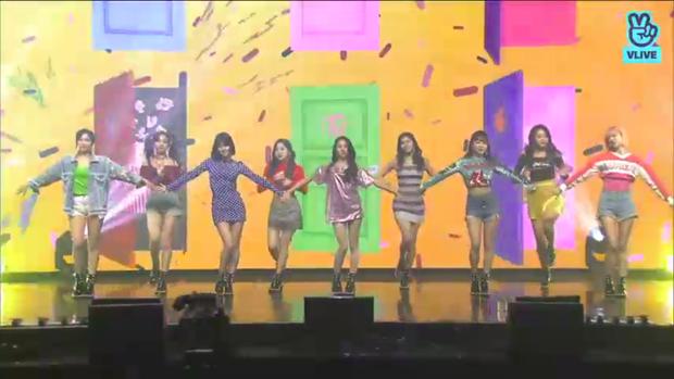 TWICE comeback ấn tượng, tiết lộ nhiều bí mật thú vị trong showcase mới