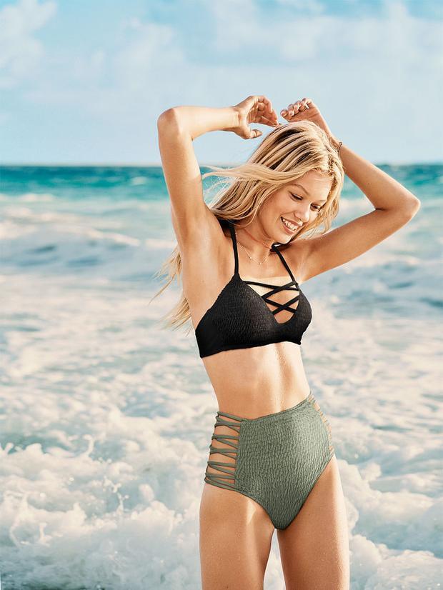 Biển xanh, nắng vàng cũng phải làm nền khi các nàng diện bikini đan dây vào hè này