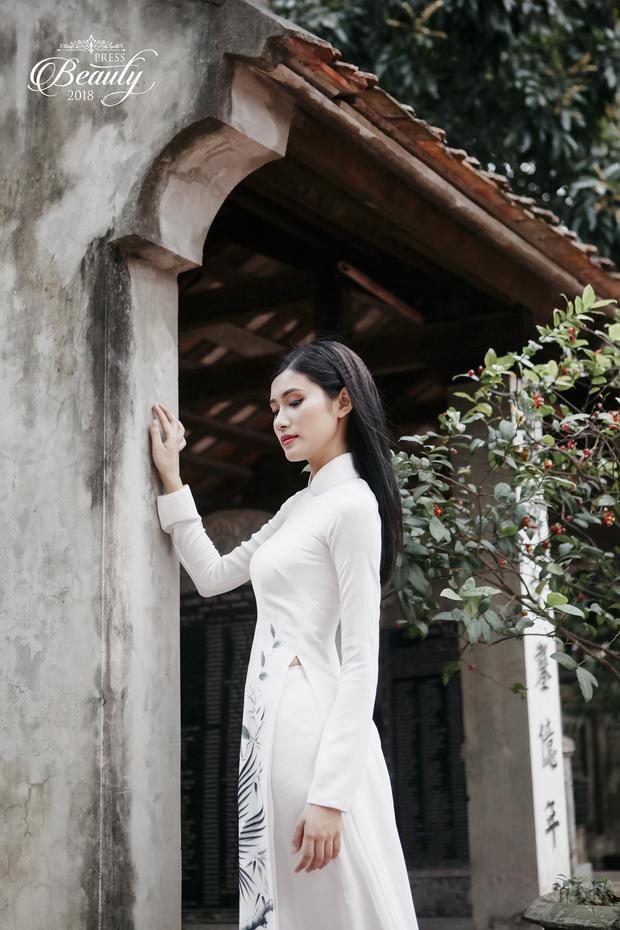 Ngoài việc sở hữu một gương mặt đẹp, Quỳnh Nga còn gây ấn tượng bởi chiều cao cùng cách ứng xử khéo léo trong cả cuộc thi lẫn đời thường.