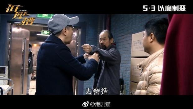 Trương Gia Huy không ngại khó khăn, vừa đảm nhận vai nam chính vừa làm tròn bổn phận đạo diễn tài ba của mình