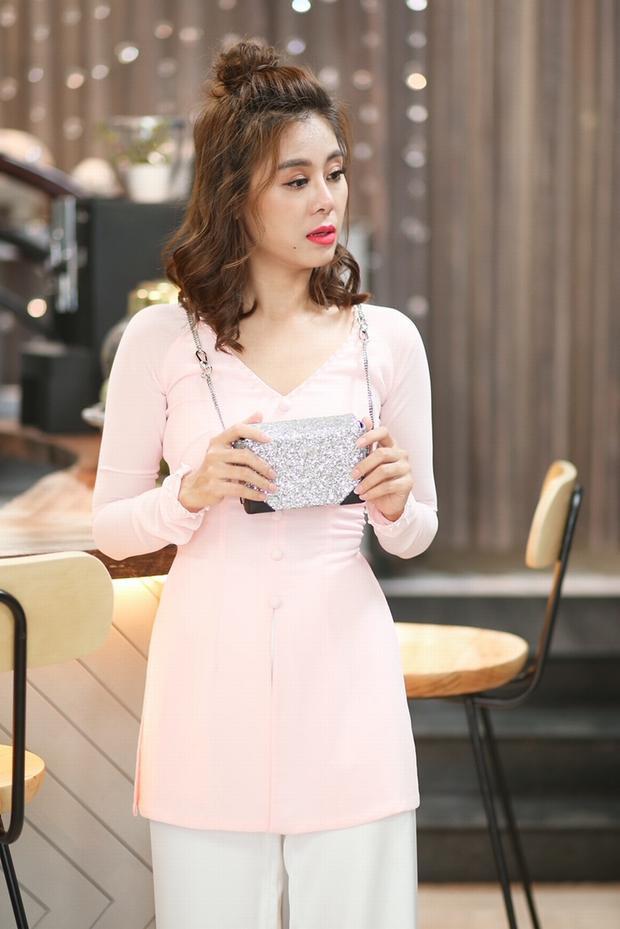 Trong phim, Nam Thư là vợ của Lê Dương Bảo Lâm. Cả hai đã cùng nhau tung hứng, tạo ra những tình huống dỡ khóc - dở cười trong xuyên suốt bộ phim. Nam Thư cho biết, đây là một vai diễn khá độc đáo mà cô tìm kiếm trong suốt thời gian qua.