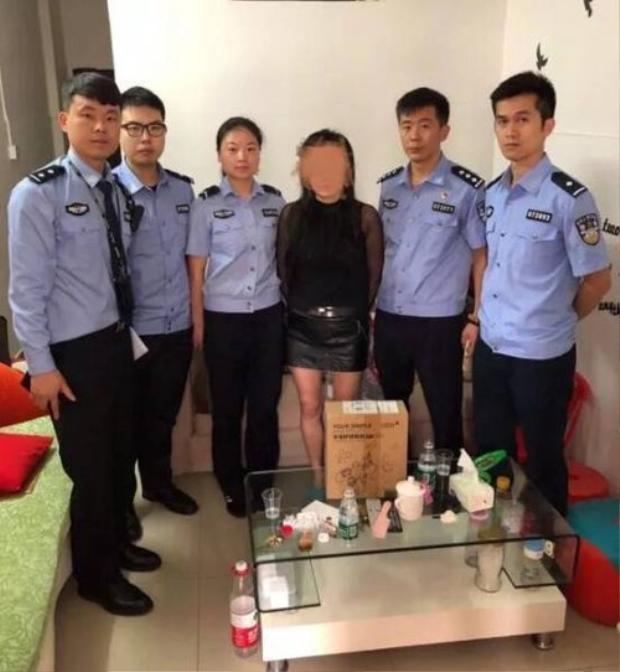 Người phụ nữ phải trả giá cho hành vi lừa đảo của mình. Ảnh: Shanghaiist