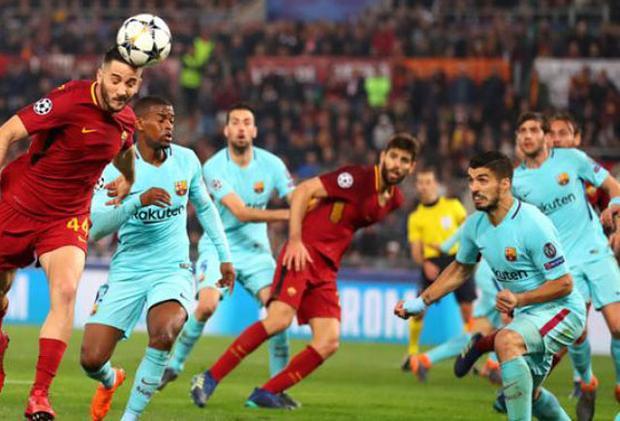 """AS Roma vs Barcelona (Tứ kết Champions League 2017/18). Ở trận lượt đi, Barca đã hoàn toàn áp đảo Roma và giành chiến thắng với tỷ số 4-1. Chứng kiến điều này, không ít người đã cho rằng đội bóng đến từ Tây Ban Nha sẽ giành quyền đi tiếp. Tuy nhiên, trong trận lượt về, Edin Dzeko (6'), Daniele De Rossi (58' pen) và Kostas Manolas (82') đã lần lượt tỏa sáng để giúp """"Giallorossi"""" đánh bại đối thủ với tỷ số 3-0 để giành quyền đi tiếp nhờ luật bàn thắng sân khách."""