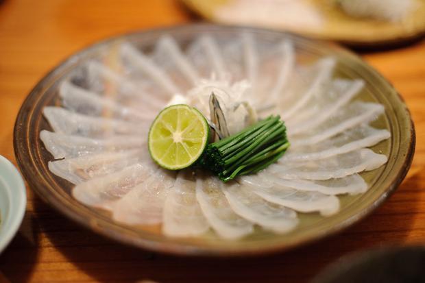 Món ăn fugu này được làm từ cá nóc - loài động vật có xương sống độc nhất hành tinh.