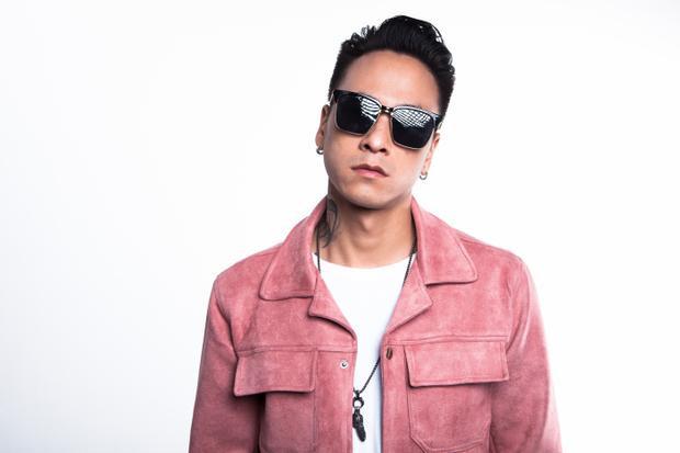 """Minh Trí được biết đến là anh chàng DJ/producer tài năng """"máu lửa"""" bậc nhất, chàng DJ từng làm lại ca khúc gây tranh cãi của Chi Pu Từ hôm nay và thường xuyên xuất hiện ở các lễ hội âm nhạc điện tử lớn nhỏ với những cái tên đình đám của EDM thế giới."""