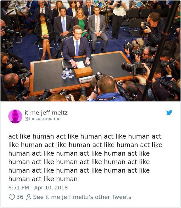 """Mark đang nghĩ trong đầu: """"Phải cư xử giống con người, phải cư xử giống con người""""."""