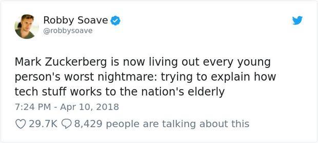 Mark Zuckerberg đang phải trải qua cơn ác mộng của mọi thanh niên: Cố gắng giải thích về công nghệ cho các bậc bô lão.