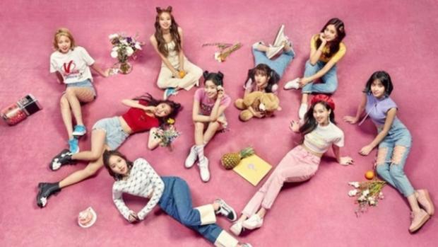 TWICE vừa có màn comeback vào 9/4 vừa qua với mini album What is Love và đang càn quét nhiều bảng xếp hạng nhạc số.