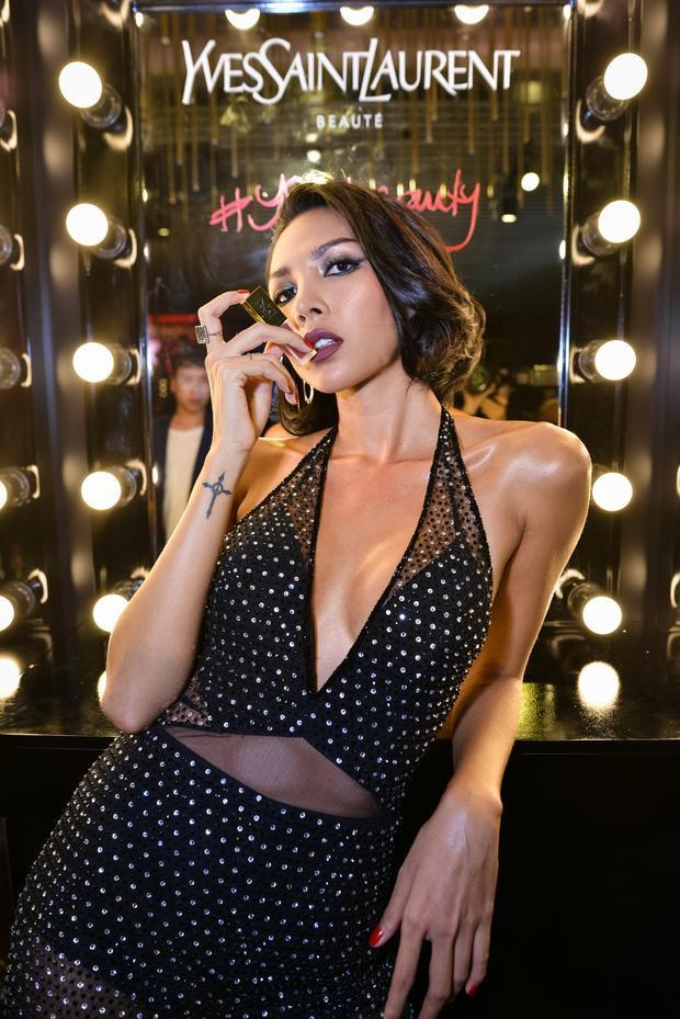YSL Beauty Club thể hiện rõ khí chất và tinh thần của vẻ đẹp Yves Saint Laurent, trên hết là tinh thần tự do, giải phóng bản thân khỏi những quy luật gò bó, những khuôn phép và giáo điều để có thể tự tin thể hiện cá tính riêng.