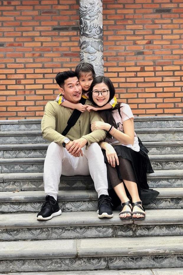 Chính sự dịu dàng cùng tình yêu vô bờ của vợ đã khiến Huy Khánh sống tốt và có trách nhiệm hơn.