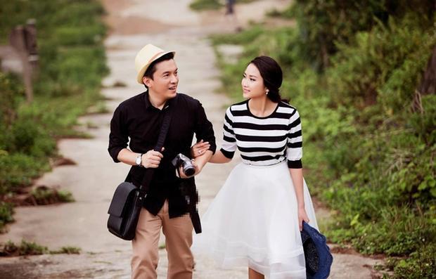 Giọng ca Tình thôi xót xachia sẻ khi Yến Phương còn nhỏ đã từng chụp ảnh cùng anh, số phận run rủi khéo léo làm sao để bây giờ cả hai nên duyên chồng vợ.