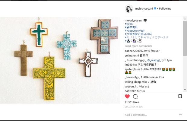 Đây là tấm ảnh đầu tiên mà Soyeon cập nhật trong năm 2018. Với sự thông minh của mình, Soyeon biết rõ Queen's (tên fandom của T-ara) sẽ nghĩ gì khi nhìn thấy hình ảnh số 6 quen thuộc.