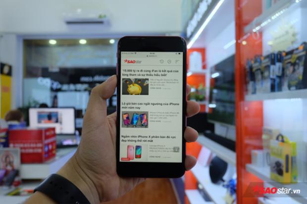 Cận cảnh iPhone 8 Plus đỏ đầu tiên tại Việt Nam: Đẹp quá Apple ơi!