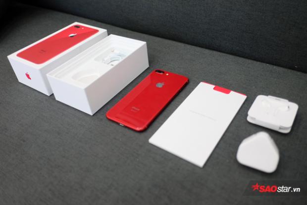 Nếu như năm ngoái, khi về nước iPhone 7 và 7 Plus đỏ có giá chênh với các màu máy còn lại ở phan khúc xách tay tới 5 triệu thì năm nay khoảnh cách này chỉ là 1 triệu đồng.