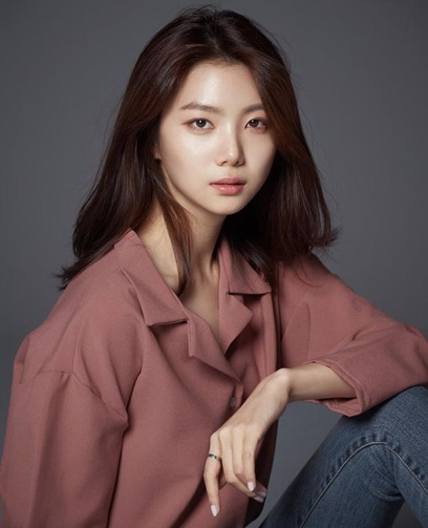 Cùng là 94 lines, nhưng tên tuổi của Ka Eun khá chìm lặng so với các đồng nghiệp cùng trang lứa.