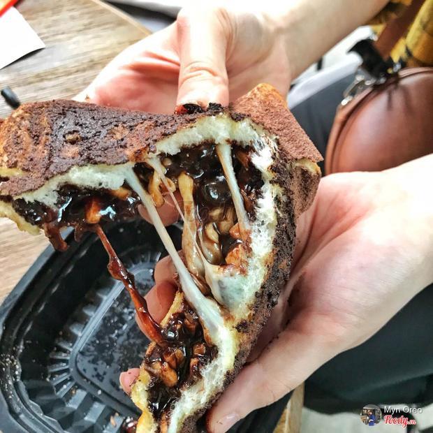 Sandwich kẹp phô mai trân châu 'dài cả mét' khiến giới trẻ Hà Nội check-in rần rần có gì hay?